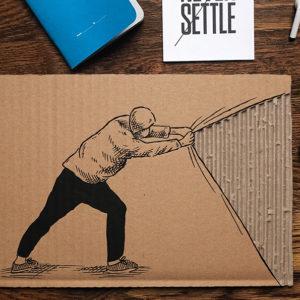 Wellpappe cool bemalt mit dem Marabu Yono Marker und mit einem Mann, der eine Ecke der Pappe abzieht